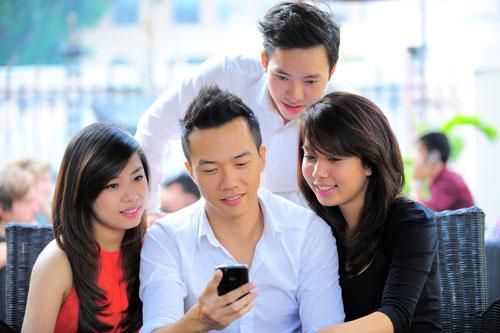 Mua thẻ Mobfone online vietcombank